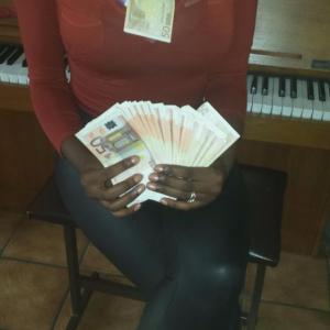 Queen Dionne - ''Geld gebruik ik als wc papier'' DE BAAS