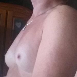 transvrouw(met penis en borsten)ontvangt prive